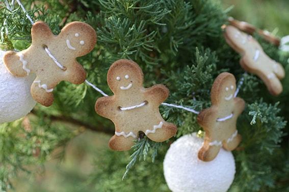 Guirlande de sablés bonshommes recette Noël LA PATELIERE