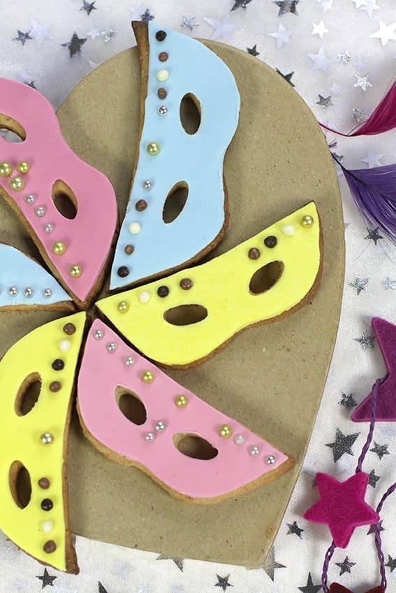 Sablés masques Carnaval colorés recette LA PATELIERE