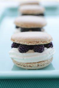 Macarons chantilly pistache mûres recette LA PATELIERE
