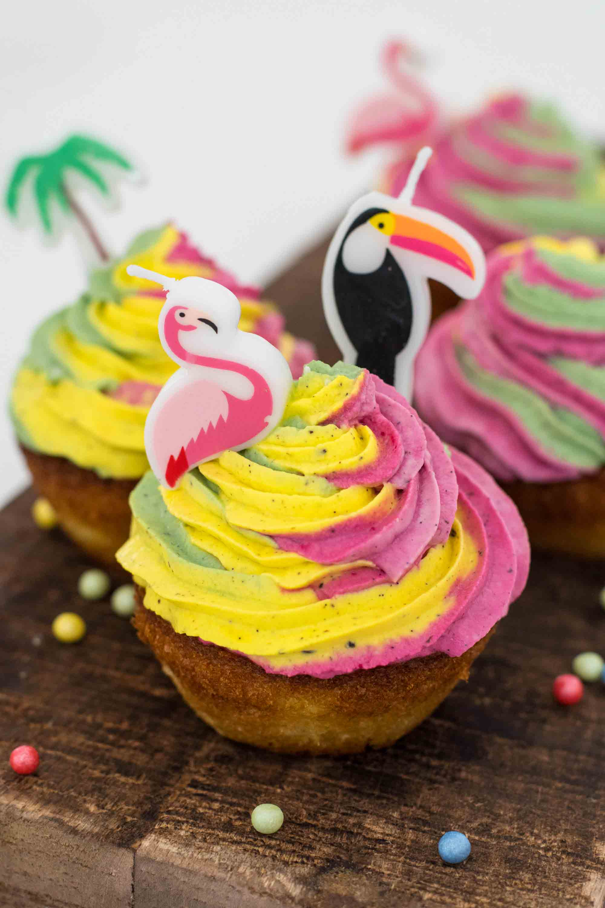 cupcakes tropicaux bougies toucan flamant rose ananas elise dit à table LA PATELIERE